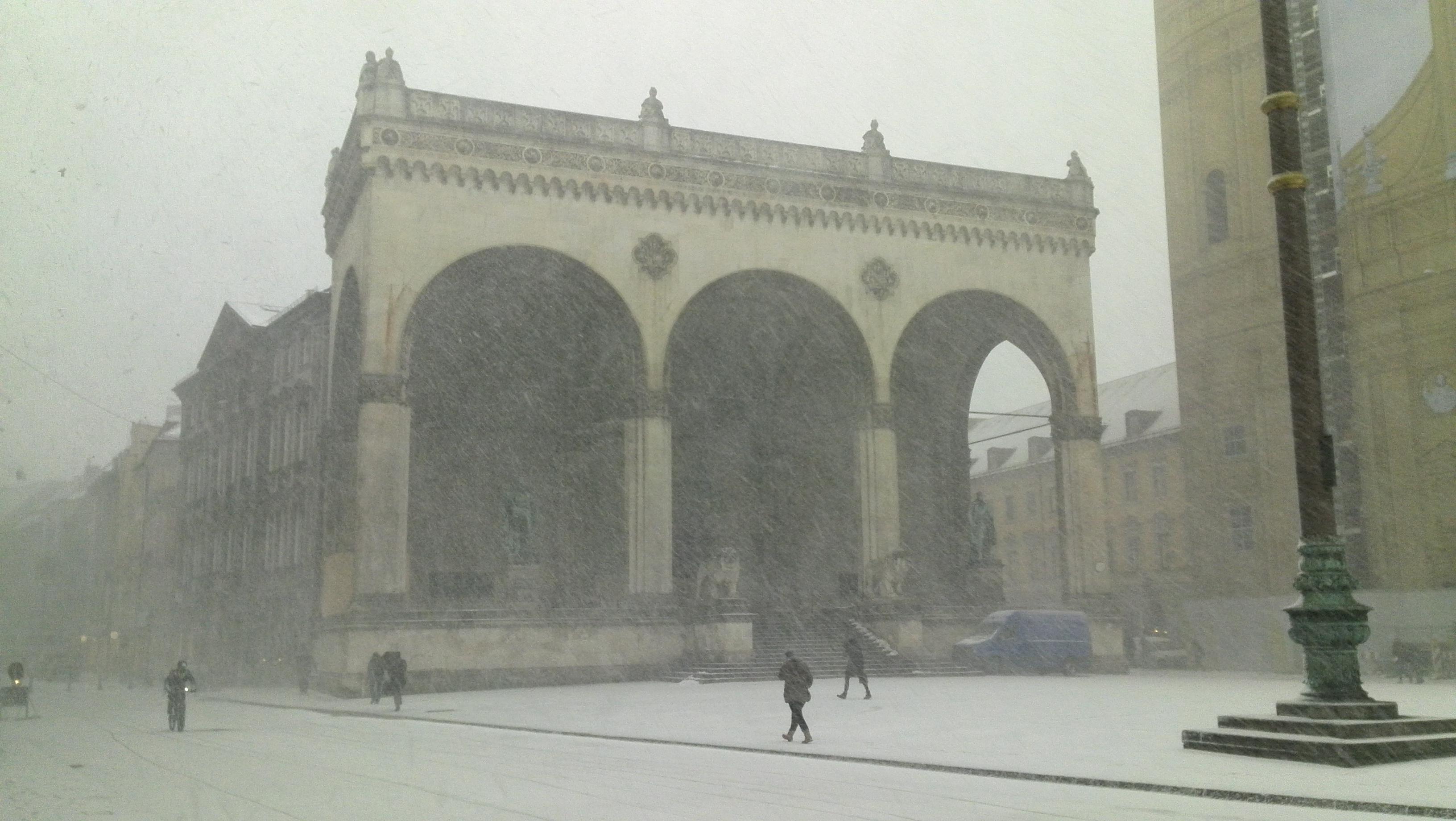 """Das Coverfoto für """"Schneeregen"""""""