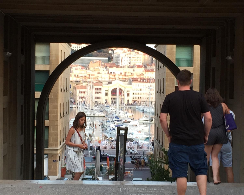 Blick hinunter zum Alten Hafen